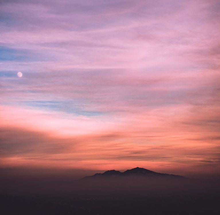 pomrčina ružičastog mjeseca