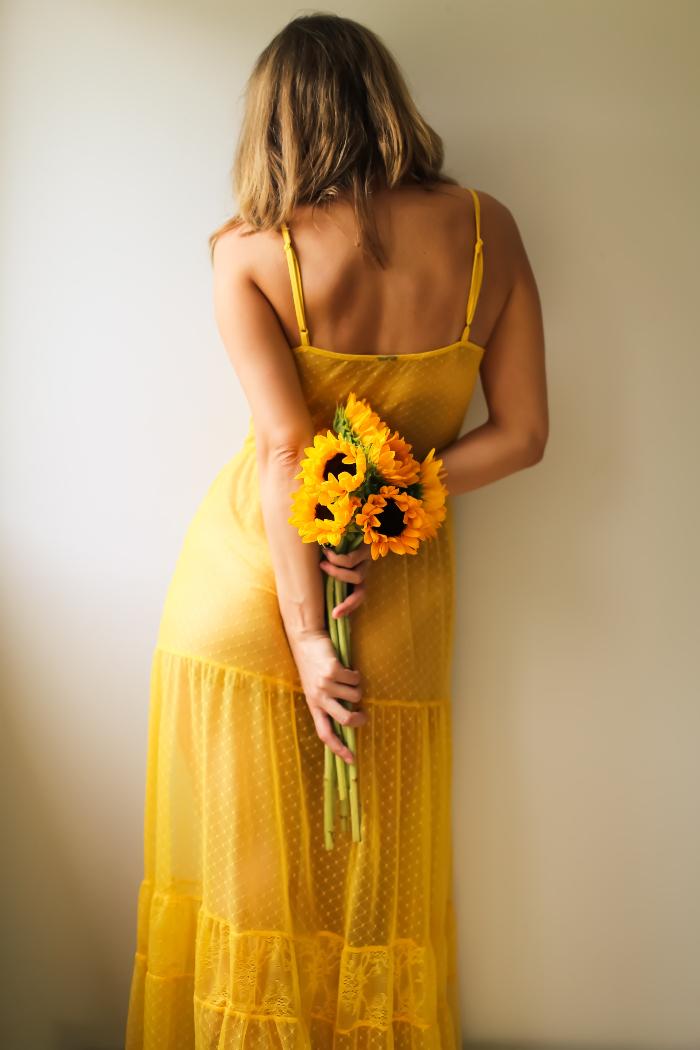 žuta boja aure